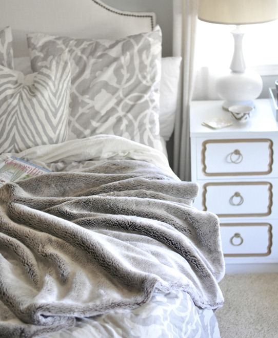 cozy-winter-blanket-in-bedroom